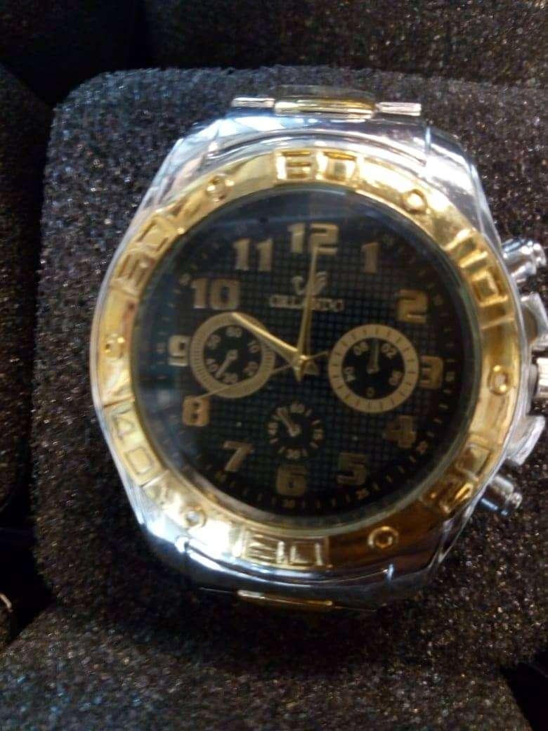 Se venden varios relojes