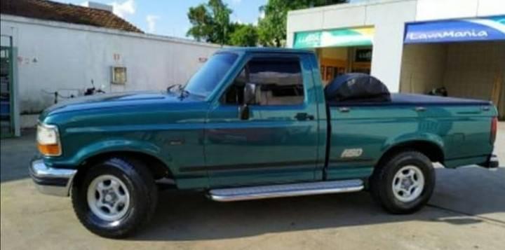 Ford f100 xlt