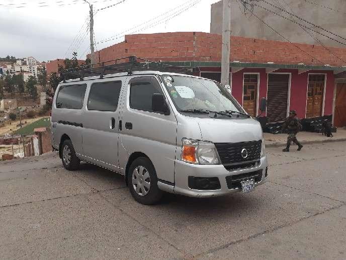 Minibus Nissan Caravan 2008